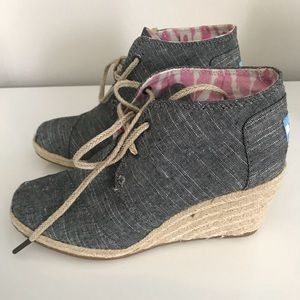 TOMS Wedge Lace Up Tennis Shoes